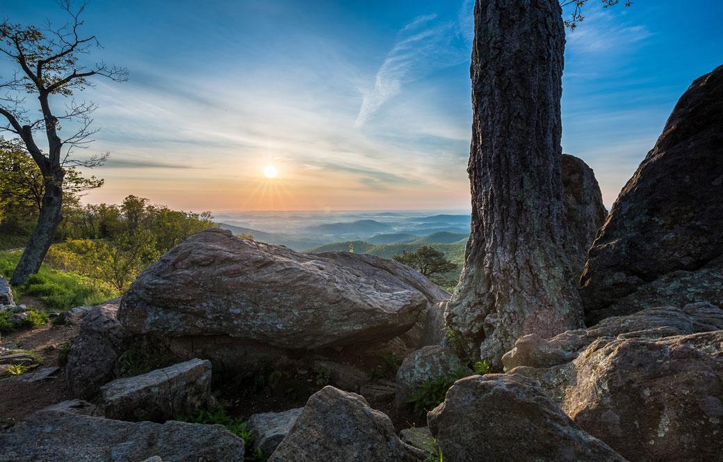 Sunrise-at-Shenandoah-National-Park-in-Virginia